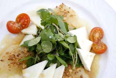 Ensalada de berros quesos canarios y mermelada de manzana reineta